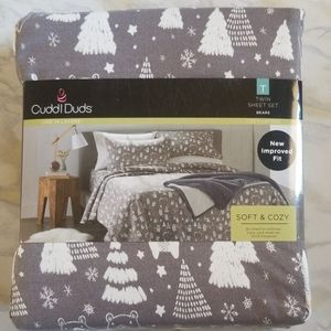NEW  in package,  Cuddl Duds bear  twin sheets